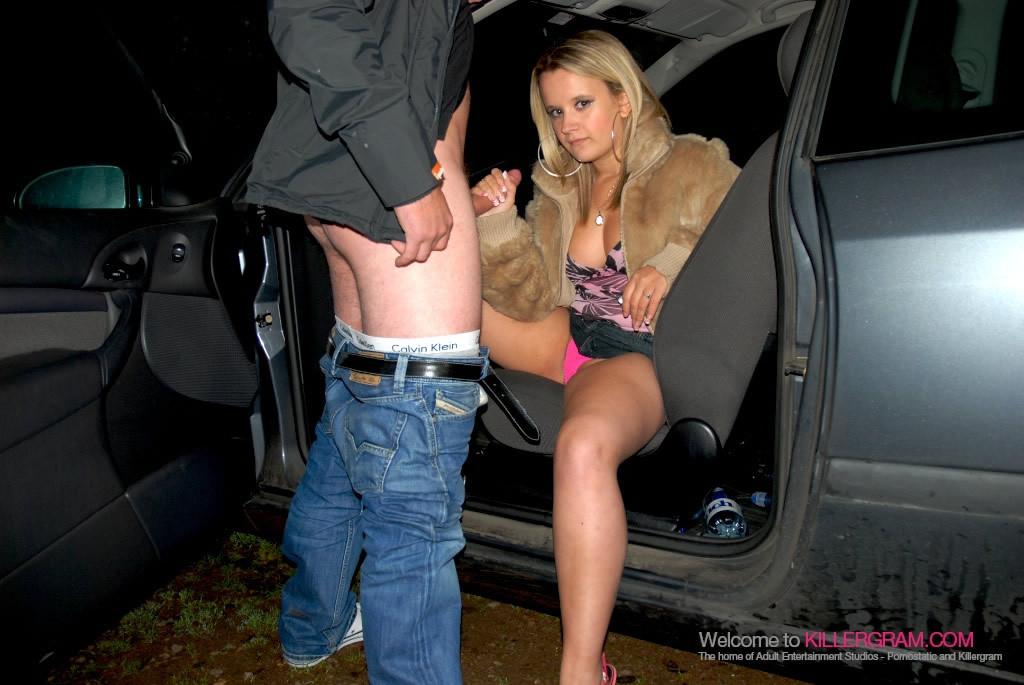 Блондинка в шубке отсосала в машине
