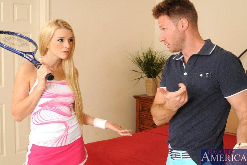 Красивая блонди с роскошной вульвой Addison Avery нуждается в твердом пенисе