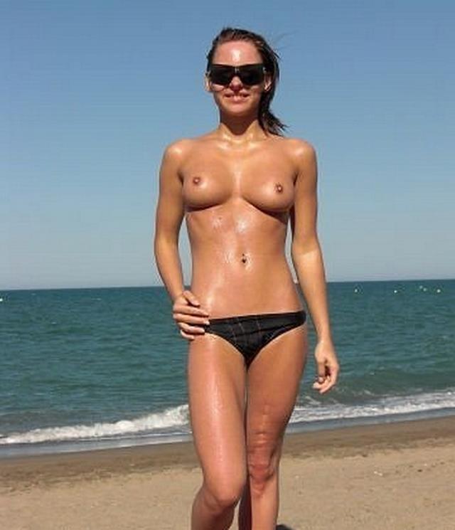 Пляжные стройняшки в трусиках и без трусов