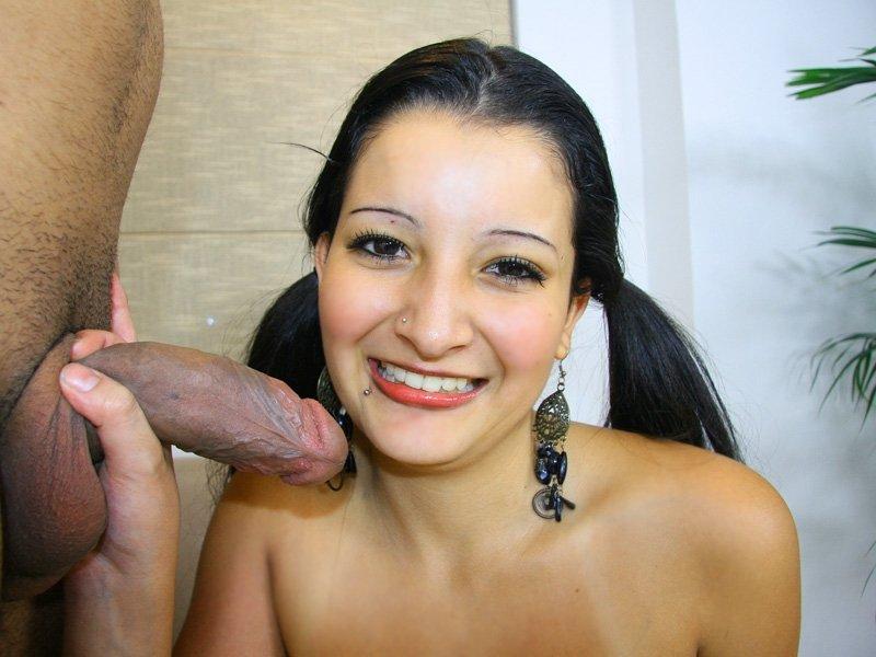После интима с афроамериканцом, рот арабки был наполнен спермой
