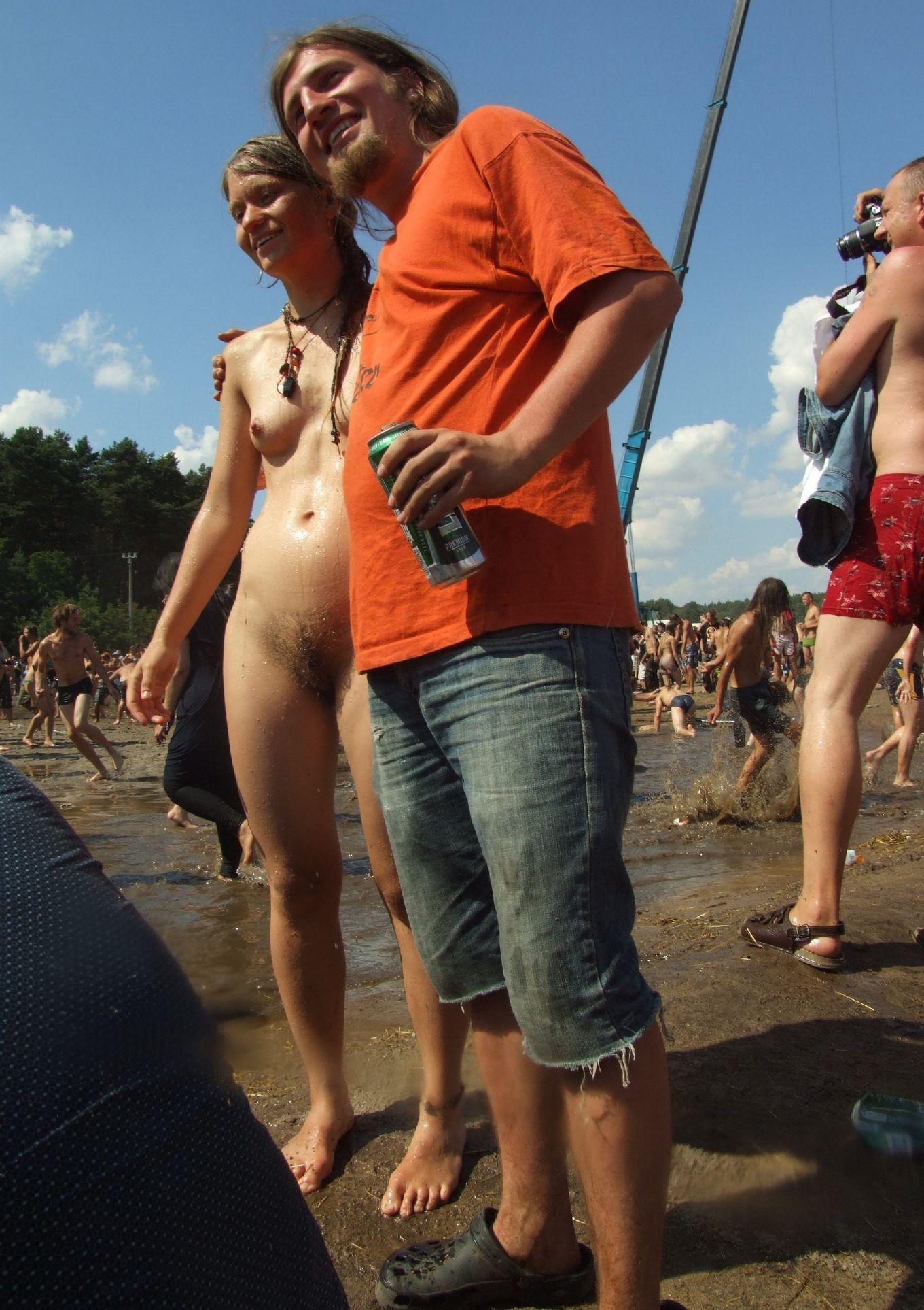 Подборка фото нудистов на берегу моря с обнаженными телами, жопами и сисяндрами