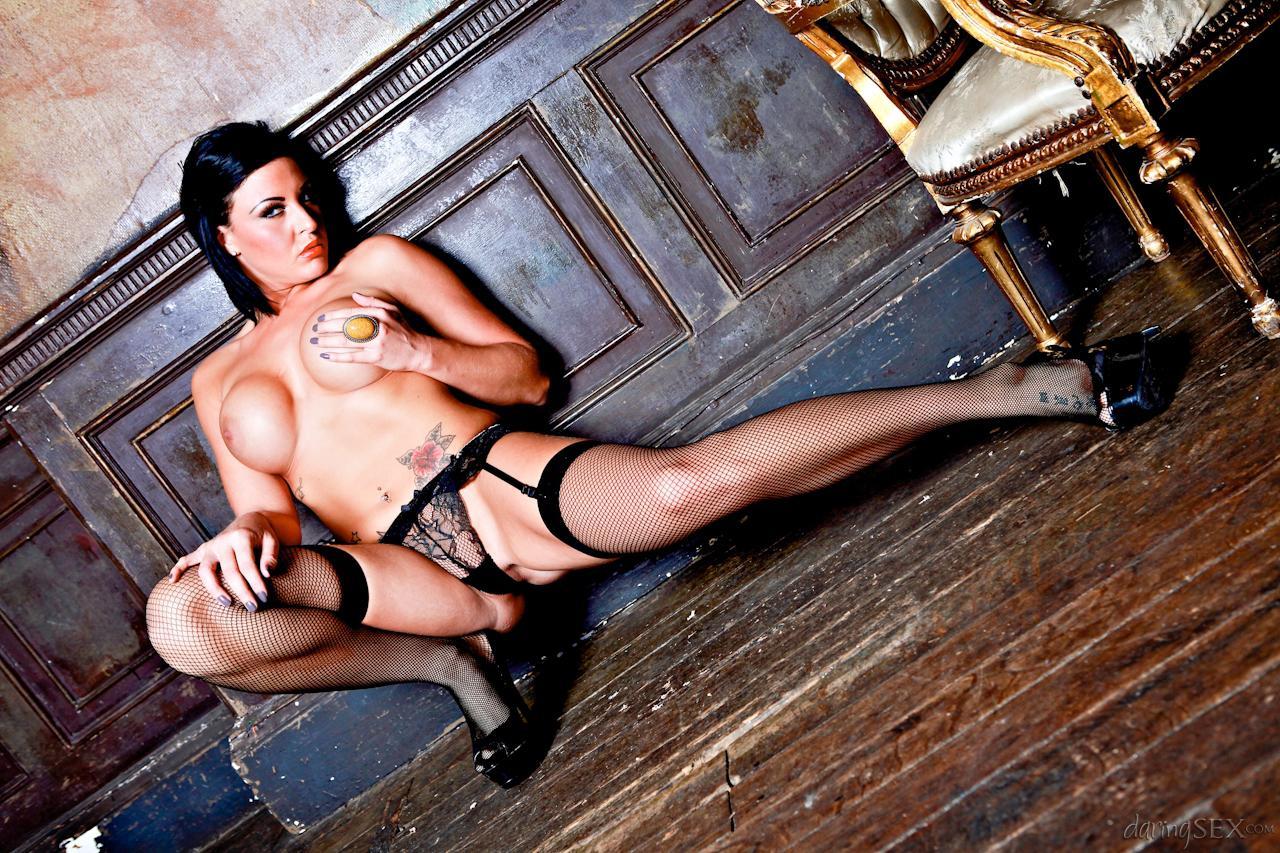 Носки делают горячую топ-модель Lissa Love еще более неповторимой!