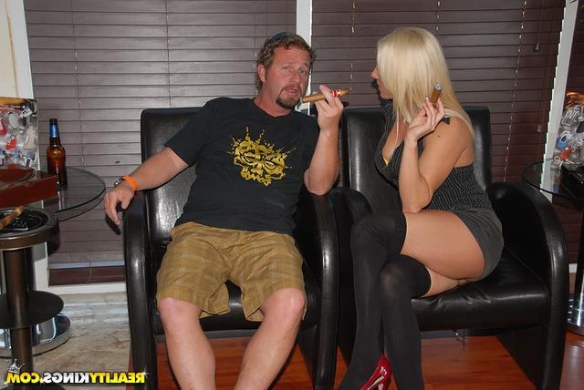 Покурила мясную сигару