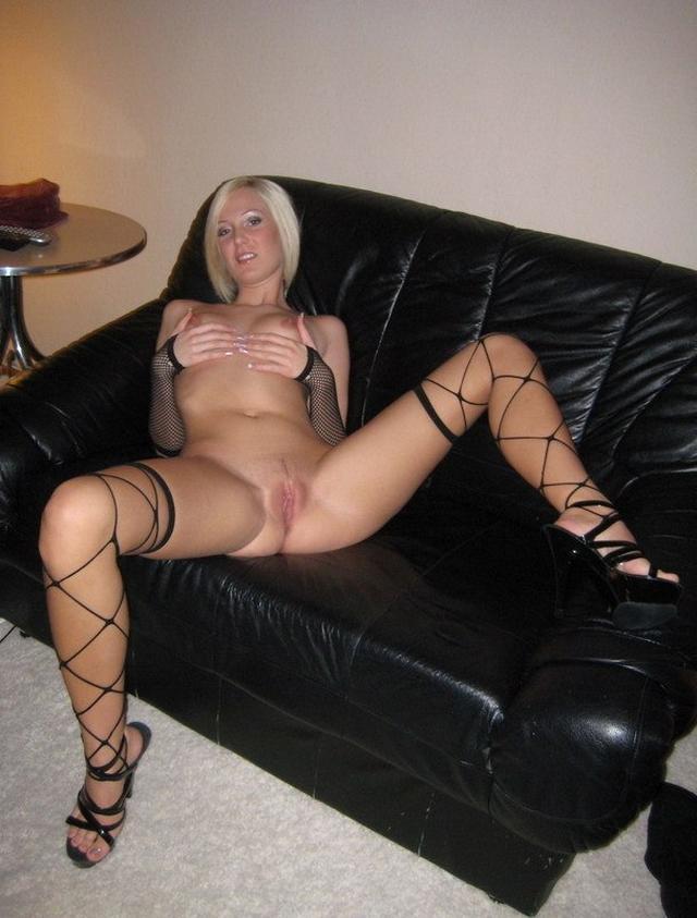 Крутая и наглая столичная блондиночка в эротике